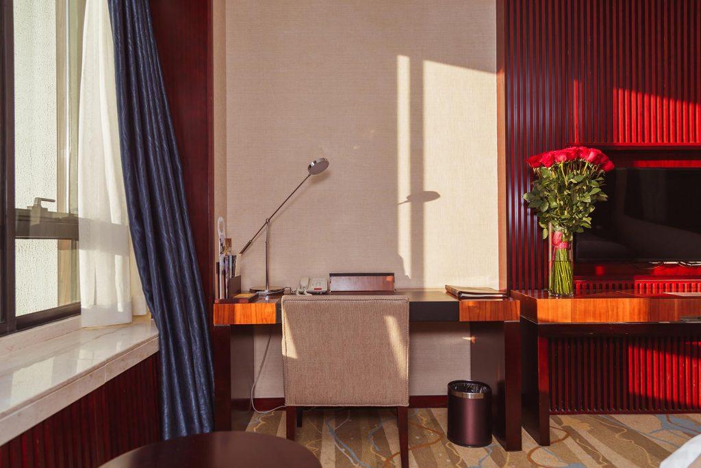 interior-of-hotel-room-P8CKVZP.jpg