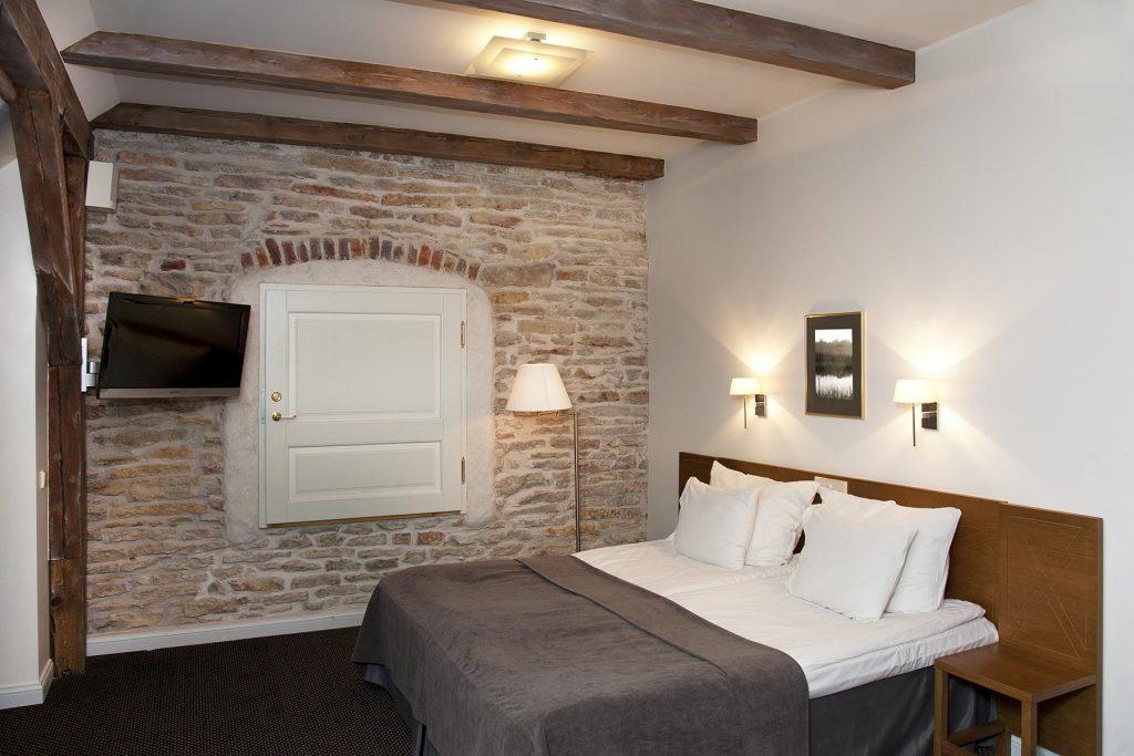 vihula-manor-hotel-bedroom-interior-YC84YHL.jpg